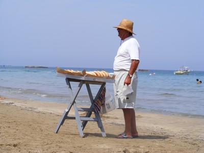 A doughnut seller on the beach